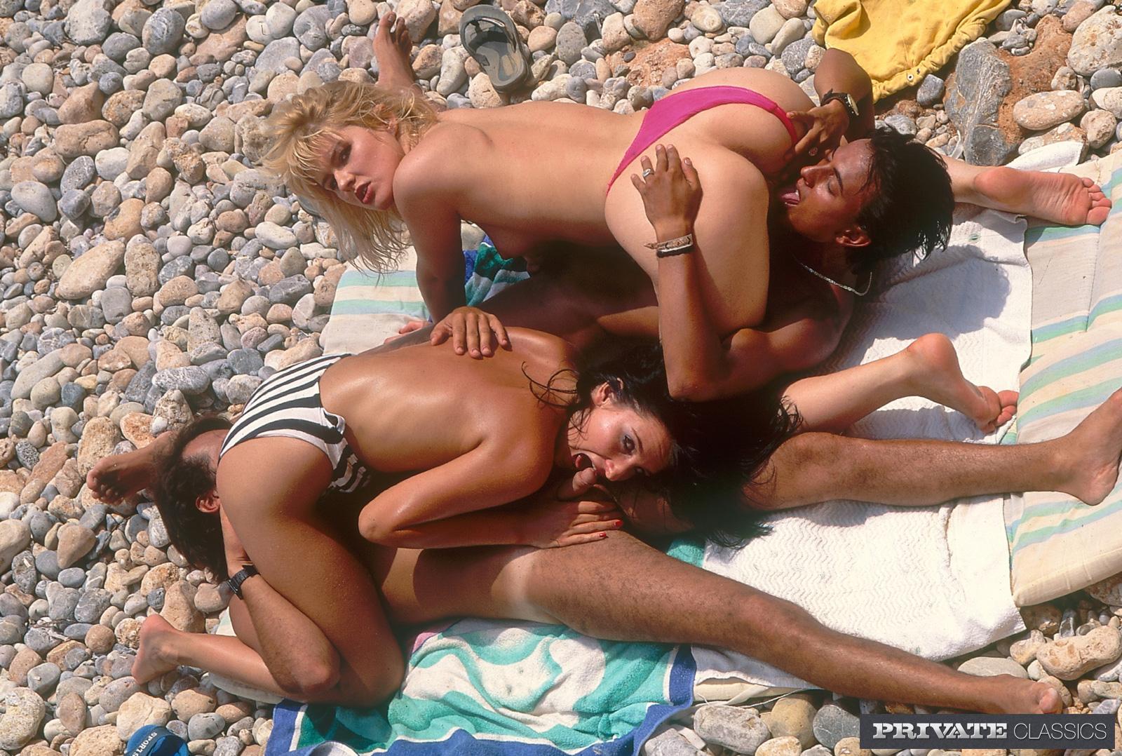 Подсмотренное секс на пляже видео