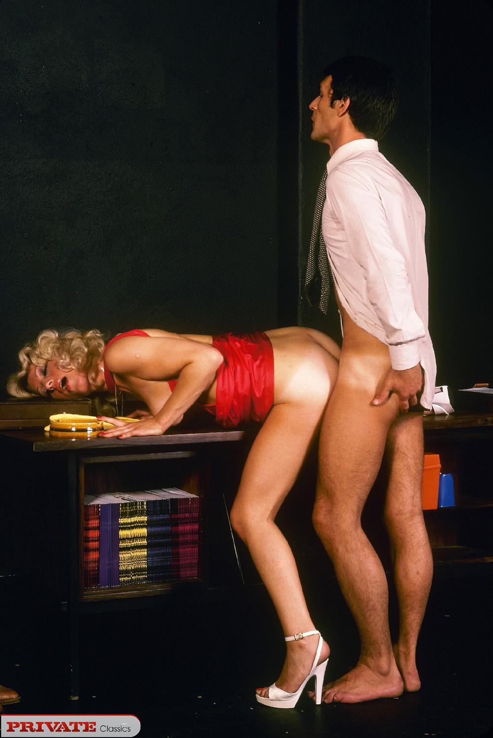 Эротика служебный роман, фото девушка в нижнем белье в казино