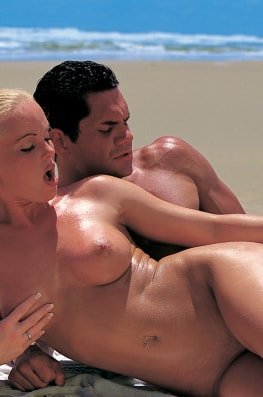 Silvia Saint and Lea de Mae, Report from Dangerous Things-2