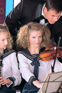 Zsuzsa & Judit, Twins in Everyway-1