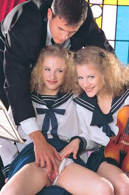 Zsuzsa & Judit, Twins in Everyway-3