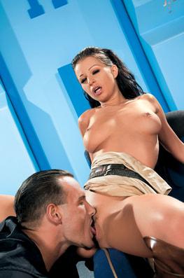 Tera Bond & Angelina Crow in Porn Wars-2