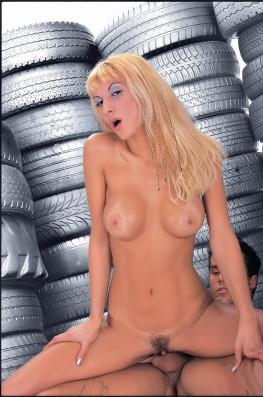 Celia Blanco Visits the Garage-8