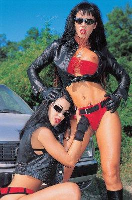 The Motor Hunt with Julia dal Fuoco & Valentine Demi-8