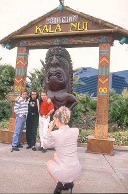 Katia, Gangbang in Kala Nui-1