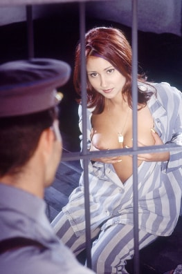 Vanda, Threesome in Prision with the Cops-4