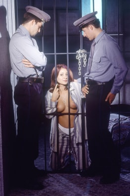 Vanda, Threesome in Prision with the Cops-5