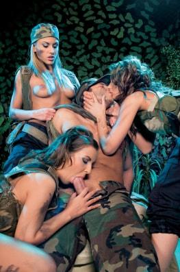 Sarah James, Maria Bellucci & Electra Angels, the Hungry Commando-5